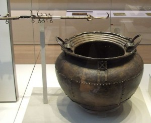 736px-Sheet_bronze_cauldron_british_museum