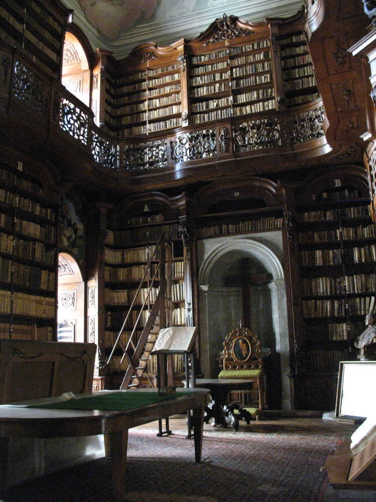 Library_of_the_Catholic_Seminar_in_Budapest,_former_monastery_of_the_Order_of_Saint_Paul_the_First_Hermit_02